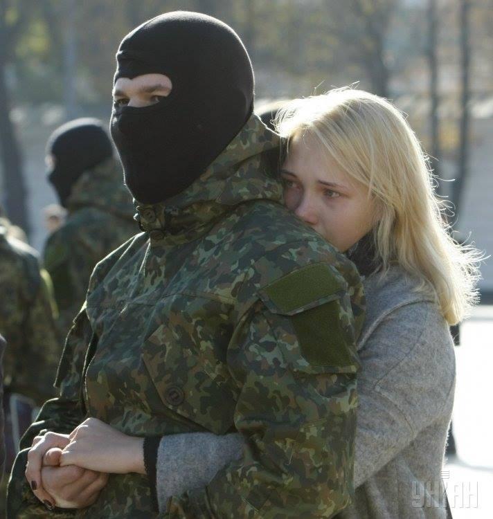 Сестра приехала в армию к брату 25 фотография